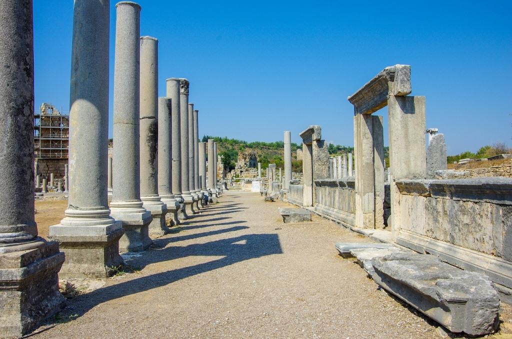 Колонны античного города Перге