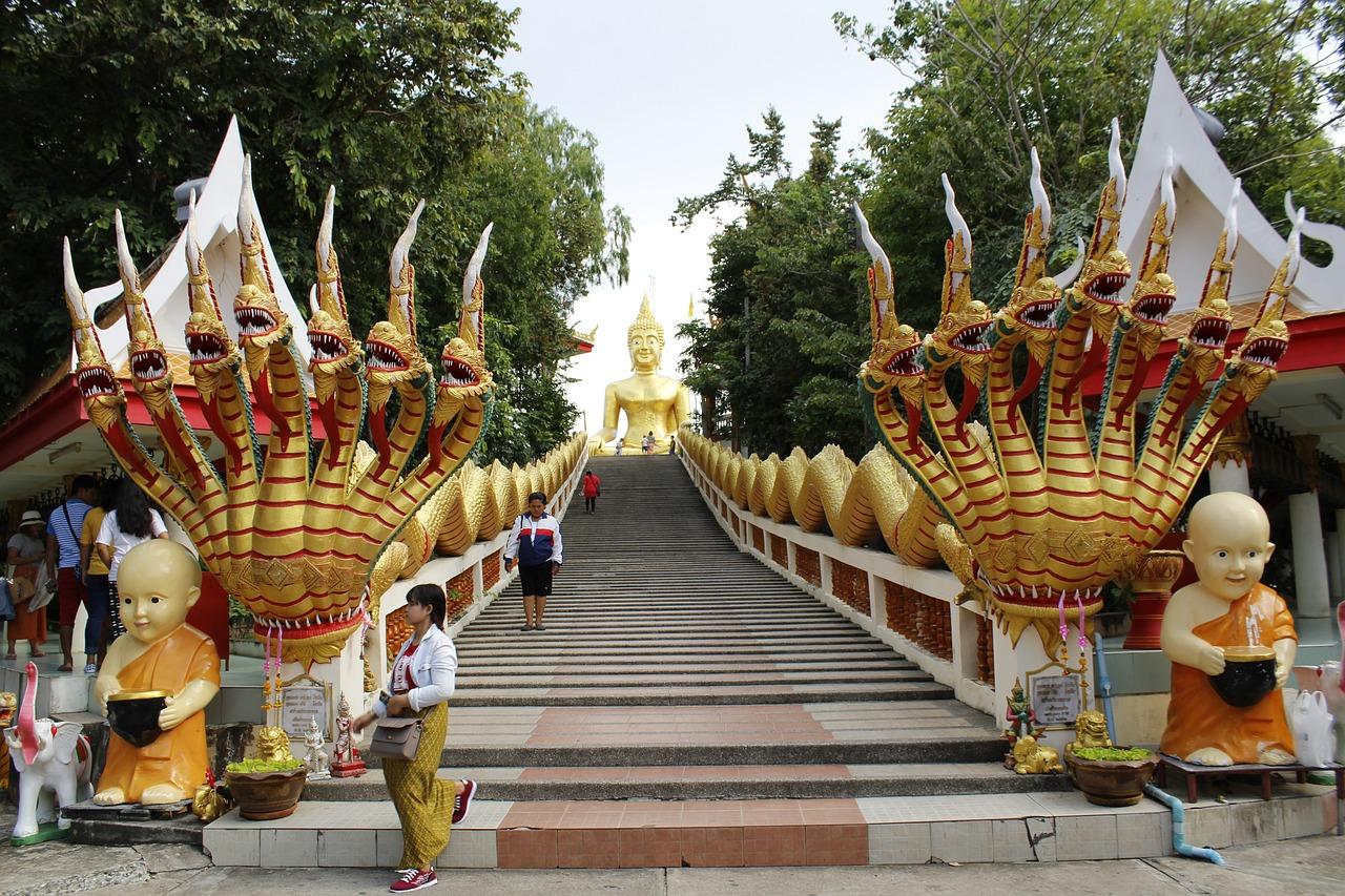 Желтый Будда в Паттайе