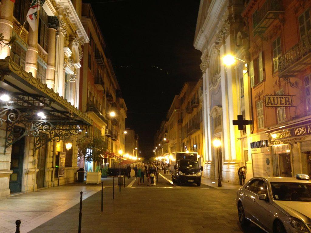 Ницца-ночной город
